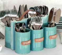 Turn those old cans into something that is handy like this fantastic and easy to make cutlery caddy.