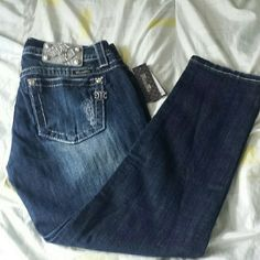 NWT Miss Me Jean Size 31  Crop Skinny Brand new with tag never worn, size 31, inseam 27, Dark blue. Miss Me Jeans Ankle & Cropped