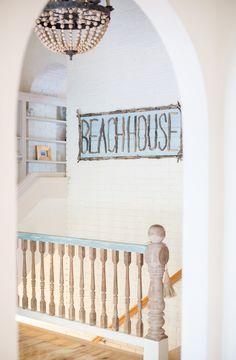 Need coastal beach house inspiration? Sara Fitzgerald has mastered the coastal-chic look and we want to live here home all summer long.