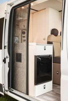 Mercedes Sprinter camper bathroom in the cut-away MB camper model Mercedes Sprinter Camper, Camping Car Sprinter, Benz Sprinter, Sprinter Van Conversion, Camper Van Conversion Diy, Van Conversion Interior, Kombi Motorhome, Kombi Home, Van Home