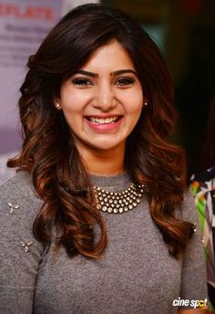If celebrities change their hairstyle, they'll surely conquer the fashion headlines and make the paparazzi rave. The popular actress Samantha Ruth has South Indian Actress, Beautiful Indian Actress, Beautiful Actresses, Samantha Images, Samantha Ruth, Grey Balayage, Ombre Blond, Babe, Fashion Designer