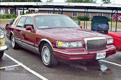1997 Lincoln Royale Town Sedan (2nd Gen) 281ci (4.6L) 190bhp V8 Modular Engine (Photo by Robert Knight)