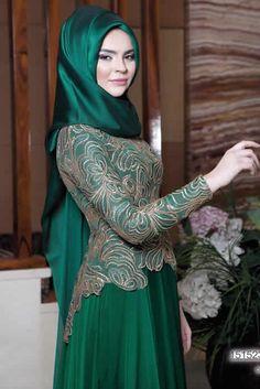 Sena Evening Dress - Emerald Green - Lâl By Hilal Islamic Fashion, Muslim Fashion, Modest Fashion, Fashion Dresses, Muslim Evening Dresses, Muslim Dress, Beautiful Hijab, Beautiful Dresses, Hijab Abaya
