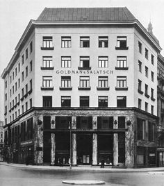 The famous Looshaus by Austrian Architect Adolf Loos, build from was in its time controversial discussed because of its modern facades. Classical Architecture, Facade Architecture, Art Nouveau, New Urbanism, Vienna Secession, Contemporary Classic, Skyscraper, Landscape, Functionalism