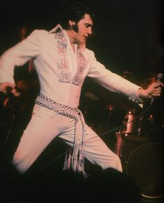 For the evening show on March 1 st, Elvis wore the White Brocade jumpsuit with the original belt once again.