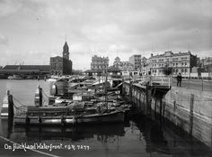 Bill ✔️ 1900. Looking east along the waterfront from the vicinity of Hobson Wharf, showing Quay Street West, ferry jetty, part of Queens Wharf, the Ferry Buildings, Auckland Harbour Board offices, premises of George Henning Limited and launches at the landing. Looking along Quay Street West showing small boats berthed at the quay, with the Ferry Buildings in the distance (centre left), the Auckland Harbour Board Building (centre), the Customs House (centre right) Bill Gibson-Patmore @BillGP Nz History, Customs House, Old Images, Small Boats, Auckland, Historical Photos, Kiwi, Landing, New Zealand