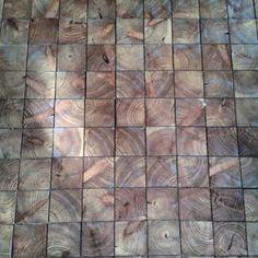 @janettesvn Instagram photos | Simple but really beautiful #Boisdebout #pavés #bois #Endgrain #parquet #wood #atelier #flooring