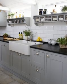 New kitchen inspiration grey cupboards ideas Grey Cupboards, Grey Kitchen Cabinets, Painting Kitchen Cabinets, Kitchen Grey, White Cabinets, Shaker Cabinets, Oak Cabinets, Black Counter Top Kitchen, Black And Grey Kitchen