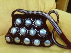 DIY: Recycle Project: Crochet a handbag with soda can bottoms and pop tabs Part 4