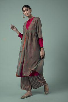Good Earth – Zareen: Ruksana Chanderi Kurta - All About India Fashion, Ethnic Fashion, Girl Fashion, Fashion Dresses, Indian Attire, Indian Wear, Indian Dresses, Indian Outfits, Quoi Porter