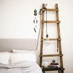 Table de nuit : une échelle