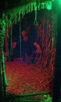 Halloween Forest Room - dead leaves covering the floors Halloween Maze, Halloween Garage, Casa Halloween, Halloween Party Themes, Halloween Haunted Houses, Creepy Halloween, Outdoor Halloween, Diy Halloween Decorations, Holidays Halloween