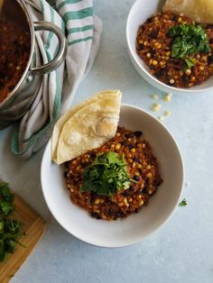 Black Bean and Corn Risotto is so filling and flavorful! It makes a quick weeknight dinner that can also turn into fantastic left overs the next day! Healthy Desserts For Kids, Healthy Eating Recipes, Vegetable Recipes, Vegetarian Recipes, Ww Recipes, Curry Recipes, Healthy Meals, Quick Weeknight Dinners