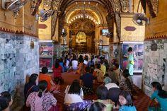 Mandalay, Mahamuni Pagode, Frauen duerfen den Gold-Buddha nur von weitem verehren