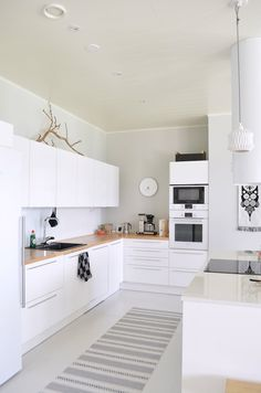 Condo Kitchen, Kitchen Dining, Kitchen Cabinets, Dining Room, Dream Furniture, Interior Inspiration, Home Kitchens, Living Room Decor, House Plans