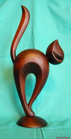 Discover recipes, home ideas, style inspiration and other ideas to try. Wood Carving Designs, Wood Carving Patterns, Wood Carving Art, Wooden Art, Wooden Crafts, Diy And Crafts, Pottery Animals, Wooden Animals, Pottery Sculpture