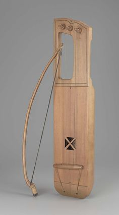 Bowed lyre (jouhikko) and bow | Finland