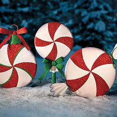 Outdoor Peppermint Swirl Christmas Decorations. Great Idea for our wooden lollipops!
