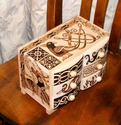 Medieval jewellery box by Woodsmoke Pyrography