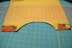 Love of Sewing: Casserole Dish Carrier Tutorial Casserole Carrier, Casserole Dishes, Quilt Patterns, Beach Mat, Outdoor Blanket, Activities, Quilts, Sewing, Crafts