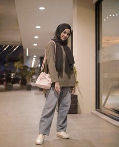 Hijab Fashion Summer, Modern Hijab Fashion, Street Hijab Fashion, Hijab Fashion Inspiration, Hajib Fashion, Muslim Fashion, Fashion Outfits, Outfit Look, Casual Hijab Outfit