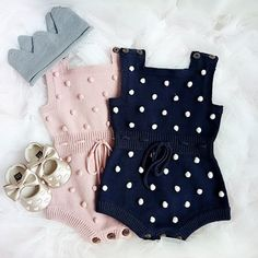 New Totally Free Crochet baby girl pants Popular Baby Pompon Dekor gestrickter Body – Baby girl fashion – Baby Outfits Newborn, Baby Girl Newborn, Baby Boy Outfits, Kids Outfits, Fall Outfits, Jumpsuits For Girls, Girls Rompers, Baby Girl Fashion, Fashion Kids