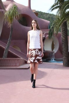 See the complete Christian Dior Resort 2016 collection.