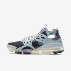 """Discover the """"Pinnacle of Air"""" and step into the future with VaporMax shoes. Casual Sneakers, Air Max Sneakers, Sneakers Nike, Nike Presents, Indigo Shoes, Good Work Boots, Nike Air Vapormax, New Shoes, Nike Men"""