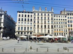 Terraces on the iconic Place des Terreaux in Lyon. - The perfect plan for a sunny day: 3 ultimate activities to do in Lyon when it's hot @C'est la vie guide