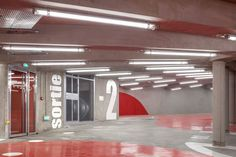 """L'agence parisienne Architecture Anonyme vient tout juste de livrer le projet d'un parking enterré dans le 17 ème arrondissement de Paris, nommé """"Vaisseau Mère"""".  Pour répondre aux demandes des permis de construire de la rue Rebière, Paris Habitat OPH a décidé de substituer à la Tour du Bois le Prêtre (équerre d'argent), son petit parking de surface pour y créer un jardin paysagé englobant la Tour sous lequel serait enterré un parking de 123 places. L'Exiguïté de la parcelle a amené les..."""