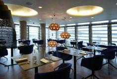 4-5/1/2014 Ξεκινάμε την έξοδο του Σαββάτου, με καλό φαγητό και κρασί. Κάνουμε την πρώτη μας στάση, στο «Hytra Restaurant & Bar», που βρίσκεται στον 6ο και 7ο όροφο της Στέγης Γραμμάτων και Τεχνών. Και για όσους δεν το έχετε επισκεφθεί ήδη, πρόκειται για ένα εστιατόριο μοντέρνας ελληνικής κουζίνας, βραβευμένο το 2010, με ένα αστέρι Michelin.  ΥΓ. Ζητήστε οπωδήποτε, να δοκιμάσετε τη μους σοκολάτας με παγωτό.  Hytra Restaurant & Bar, Λεωφόρος Α. Συγγρού 107-109, τηλ. 2103316767