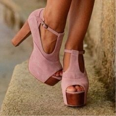 cute color. Love me some blush and a comfy block heel.