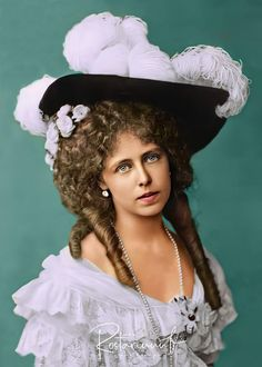 Queen Mary, Queen Victoria, Edinburgh, Royalty, Winter Hats, Beautiful Women, Descendants, Vintage Photos, Sisters