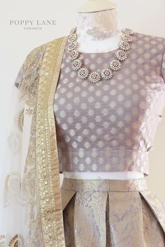 Unique Blouses, Sarees and Lenghas that embody the vibrancy of South Asian fashion with a modest up to date western flair. Indian Suits, Indian Attire, Indian Ethnic Wear, Indian Dresses, Punjabi Suits, Indian Style, Look Short, Desi Wear, Techniques Couture