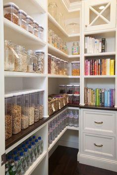 Pantry: so organized & simple!