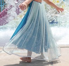 Elsa Dress  Sewing Tutorial - this looks quick and easy... but need to change the bodice to one that I could add sleeves to...