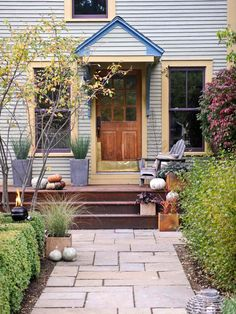"""Add Curb Appeal In a Month Build a walkway """"Well-designed walkways make your home feel warm and inviting. For a dramatic improvement to a straight concrete path, replace it with a contoured one made of stone or brick. Front Walkway, Front Steps, Front Yard Landscaping, Landscaping Ideas, Walkway Ideas, Paver Walkway, Front Deck, Front Yards, Front Porches"""