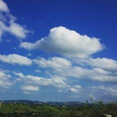 A volte il mondo sembra un paradiso visto da una nuvola. Poi ci si sveglia #campagna #campagnaromagnola #tracieloeterra #cielo #sky #nuvole #clouds #Italia #romagna #rimini by ale.pazxa