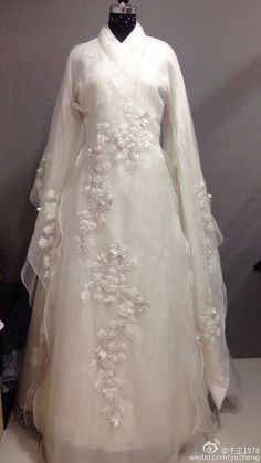 Cute Dresses, Girls Dresses, Fantasy Gowns, Stunning Wedding Dresses, Chinese Clothing, Bride Gowns, Traditional Dresses, Dream Dress, Beautiful Outfits