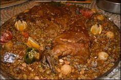 طريقة عمل القوزي العراقي - Iraqi Qouzi : oven cooked whole lamb or lamb shoulder over spied basmati rice that is mixed with vermicelli, nuts, carrots, and many other goodies.