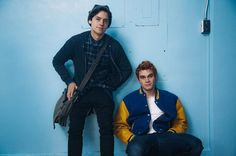 Cole Sprouse & KJ Apa Star in New 'Riverdale' Promo Pic!: Photo Check out Jughead Jones (Cole Sprouse) and Archie (KJ Apa) in this brand new promo shot from the upcoming Riverdale series! Based on the Archie Comics, the CW… Sprouse Cole, Dylan Sprouse, Sprouse Bros, Cole Sprouse Funny, Dylan O'brien, Riverdale Quiz, Riverdale 2017, Kj Apa Riverdale, Riverdale Archie