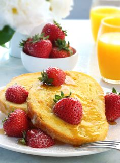 A popular breakfast dish, French toast is made by dipping slices of bread in a mixture of eggs and milk and then frying them till they turn bubbly and golden brown. While it's no doubt