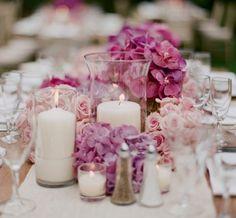 Teelichter rosa Blüten weißer Tischläufer Kristall Vase