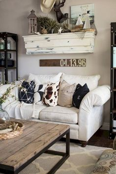 11 Awesome Rustic Farmhouse Living Room Decor Ideas Coffee table https://www.divesanddollar.com/sectionals-small-living-rooms/