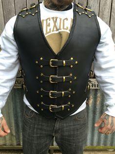 Razorback custom made 4mm buffalo leather vest made to order #dv8customleather Leather Armor, Biker Leather, Leather Tooling, Motorcycle Vest, Biker Vest, Leather Backpack Pattern, Sewing Leather, Leather Craft, Leather Workshop