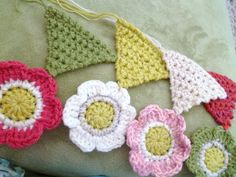Susan Pinner: CROCHET TRIANGLES AND FLOWERS...Still don't know what l'm making