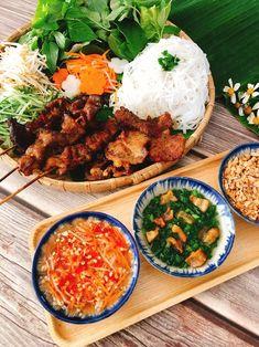 Bún thịt nướng nhà làm ngon hơn ngoài hàng Asian Recipes, Mexican Food Recipes, Healthy Recipes, Asian Foods, Thai Street Food, Vietnamese Street Food, Viet Food, Vietnamese Cuisine, Asian Cooking