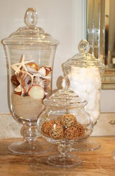 Home Tour: My Favorite Ideas These are inexpensive & fun. You can change or add for holidays or as you continue to gather little treasures!These are inexpensive & fun. You can change or add for holidays or as you continue to gather little treasures! Beach Cottage Style, Coastal Style, Beach House Decor, Coastal Decor, Diy Home Decor, Coastal Living, Coastal Bathrooms, Beach Bathrooms, Large Bathrooms