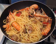 spaghetti con scampi e arselle