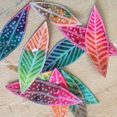 Les ateliers ARTiFun - atelier d'arts plastiques et loisirs créatifs en Guadeloupe: MOBILE à PLUMES Art Lessons For Kids, Art Lessons Elementary, Art For Kids, Crafts For Kids, Atelier D Art, Enrichment Activities, Gelli Printing, Cardboard Art, Do It Yourself Crafts